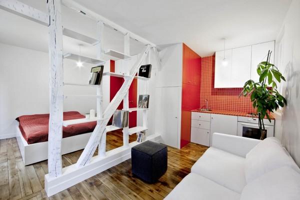 От Париж с любов - Проектирано от SWAN architects, това очарователно жилище не представляваповече от 25 квадратни метра и се състои от единична стая, интелигентно разделена на спалня и дневна.Панелът между двете пространства е първоначално цяла стена, но архитектите решават да я редуцират до нейната структура, създавайки превъзходен елемент с голям естетически ефект.