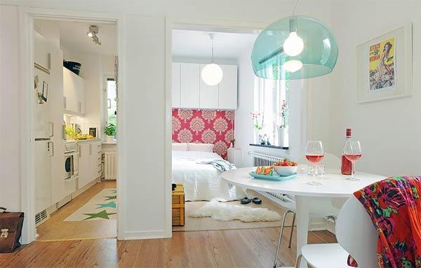 Финландска практичност - Един чудесен пример за интериорен дизайн на малки пространства етози светъл и добре обзаведен апартамент, излъчващтишина и спокойствие, въпреки топ локацията си в центъра на Вааса.Апартаментът едобре планиран и всеки квадратен метър е използван по най-добрия възможен начин. Въпреки че е сплощ от само 41,5 квадратни метра, трябва да признаем, че изглежда страхотно.