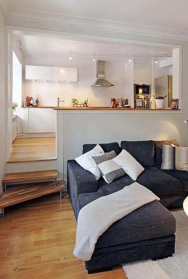 Шведски винтидж - Този двустаен апартамент се намира в Швеция и обединява съвременни елементи с класически и дори ретро детайли. Всекидневната разполага с разтегателен диван, тв-модули зона за четене. С малкото си дървени допълнения, камина и класически дъбов паркет, този апартамент разкрива едно топлоусещане.