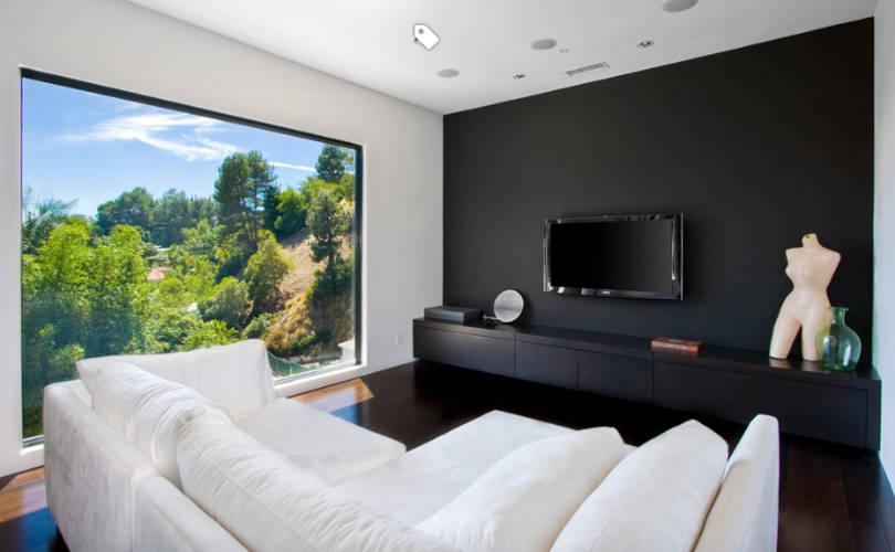 Домашно кино - Използвайте чернотокато зашеметяващ фонза вашата стена на медията, с цел да намалите отблясъците и да подобрите своето преживяване при гледане на телевизия.