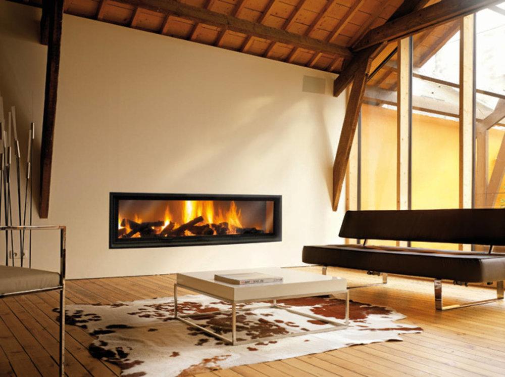 Хай-тек... - Идеална за големи всекидевни, тази камина с автоматично отваряне на предпазната вратата обещава дълги вечери, затоплени от огъня.