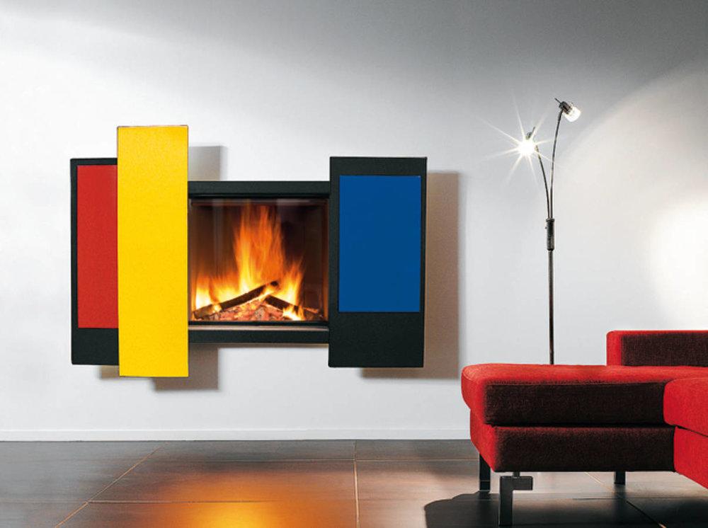 Изтънчена.. - Tази цветна камина, спривлекателниплъзгащисе преднипанели,е вградена в стената. Панелите са направени от стомана и се предлагат в няколко различницвята.Камина Chromifocus, дизайн Focus.