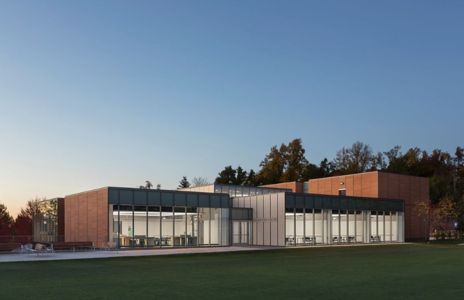 Училищен център Dwight-Englewood School Hajjar STEM, проект на от Gensler, 2015 г. (Енгълууд, Ню Джърси)