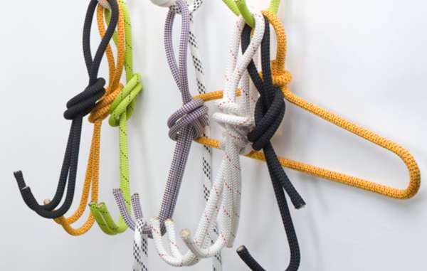 Рециклирана - ДизайнътCoat Hook използва остатъците от въжета. Какво държи въжетата в подходяща за закачалка форма остава загадка, чиито отговор само авторът знае.Дизайн:Sebastian Zachl