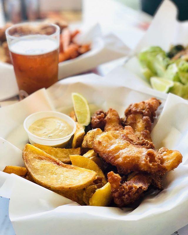 הזוג הכי יציב בעיר  תייגו זוגות יציבים 👯♀️ . . . #josephnsons #tlv #telaviv #foodporn #dinner #catchit #myfood #salad #fishandchips #food #eat #eatwell #telavivfood #tlvfood #myfood #instafood #foodie #foodies #beer #israel #bestbeer #cool