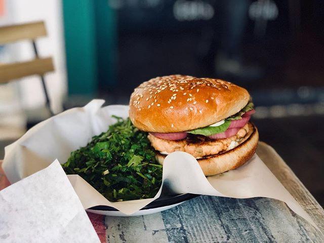 למי קראת קציצה? #special #salmonburger . . . #josephnsons #tlv #telaviv #foodporn #dinner #catchit #myfood #salad #fishandchips #food #eat #eatwell #telavivfood #tlvfood #foodgasm #myfood #instafood #foodie #foodies #beer #israel #bestbeer #cool