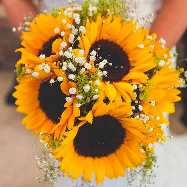 We love the idea of using sunflowers in your bouquet! #flowers