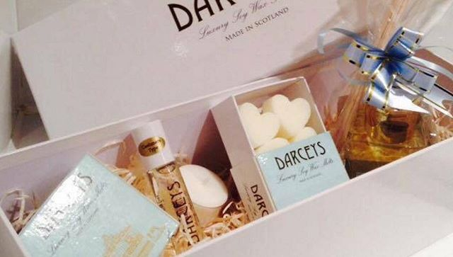 We've been loving the Cola Bottle wax melt from @darceysnorthyorkshire in the office this week. They offer a gorgeous wedding set - perfect for a gift! #candles #weddinggift