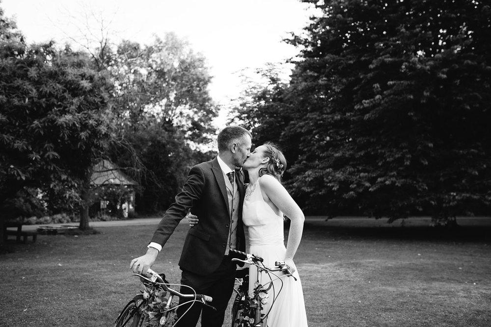 avoncroft-museum-bromsgrove-wedding-140.jpg