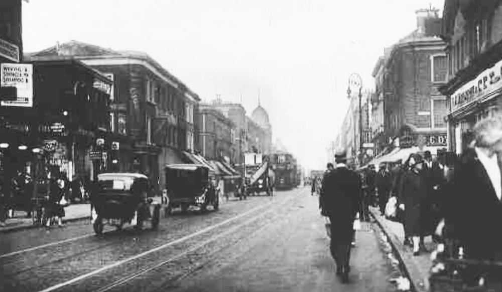 kingsland high st 1939 looking north.png