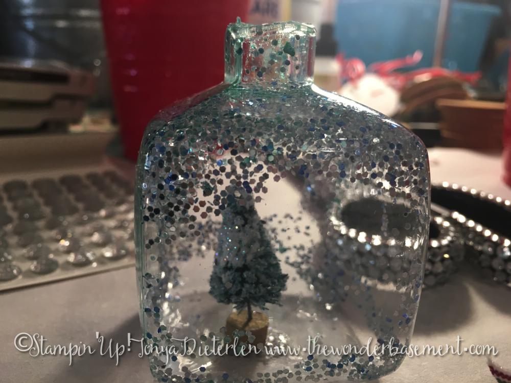 Diarama Ornament