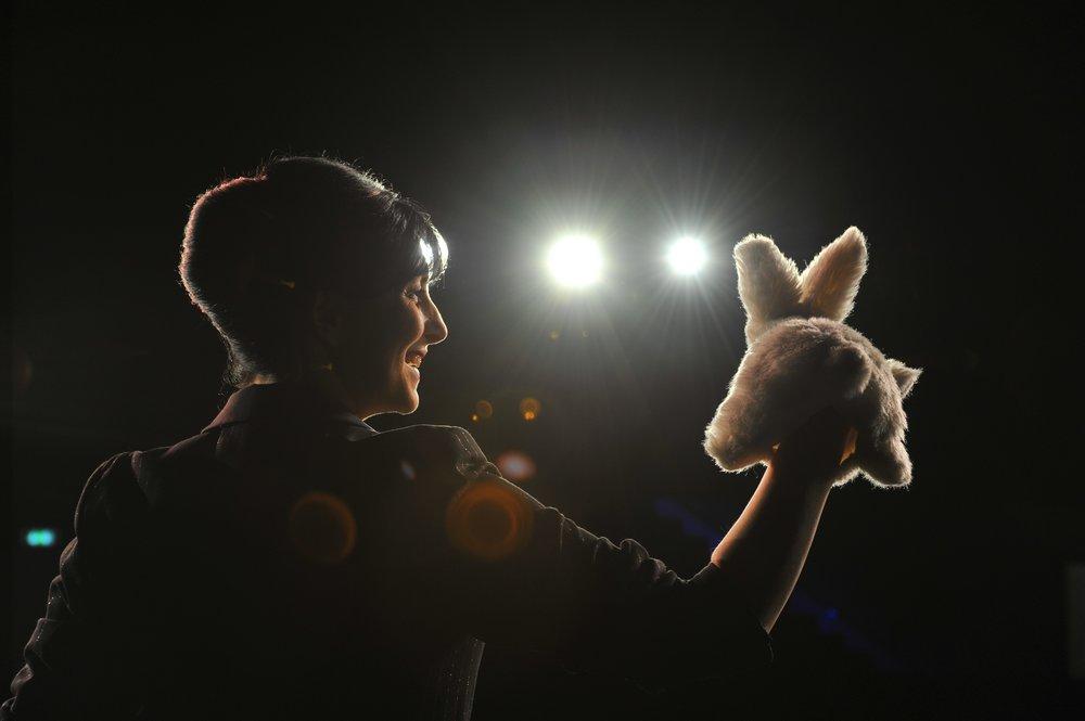 Michelle Spillner mit kaninchen. Foto: Jörg Puchmüller