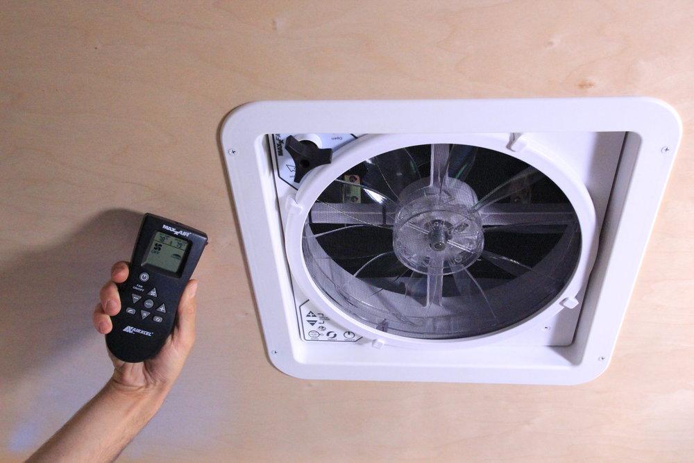 Vistabule 10 Speed 2 way Maxx Fan with remote.JPG