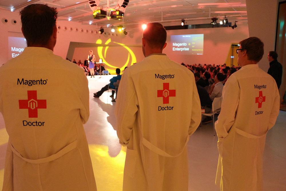 Retailers konden met hun vragen tijdens het hele event bij Magento Doctors terecht. Martijn Riemersma van MediaCT was dit jaar één de Magento Doctors