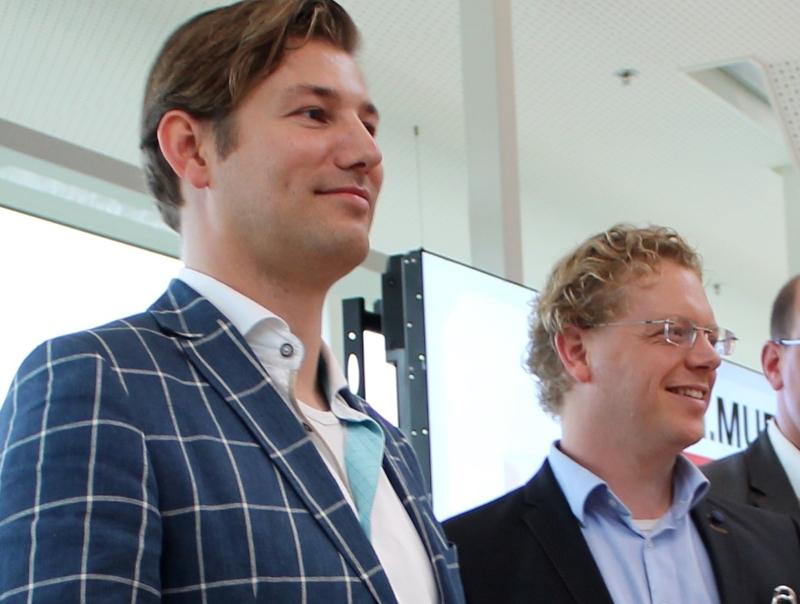 Tjitte Folkertsma (MediaCT) en Alex van Ginneken (DBK) tijdens de afsluiting van Exact meets Magento