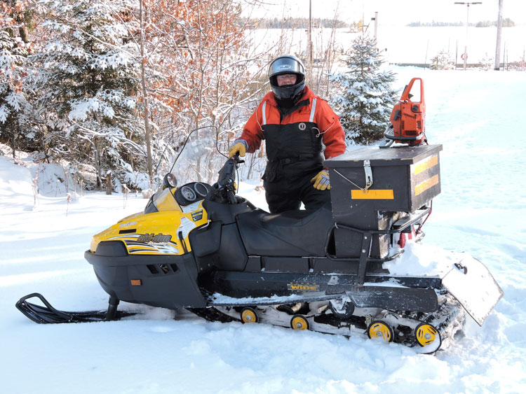 VOYA_snowmobile_maintenance_winter_2014