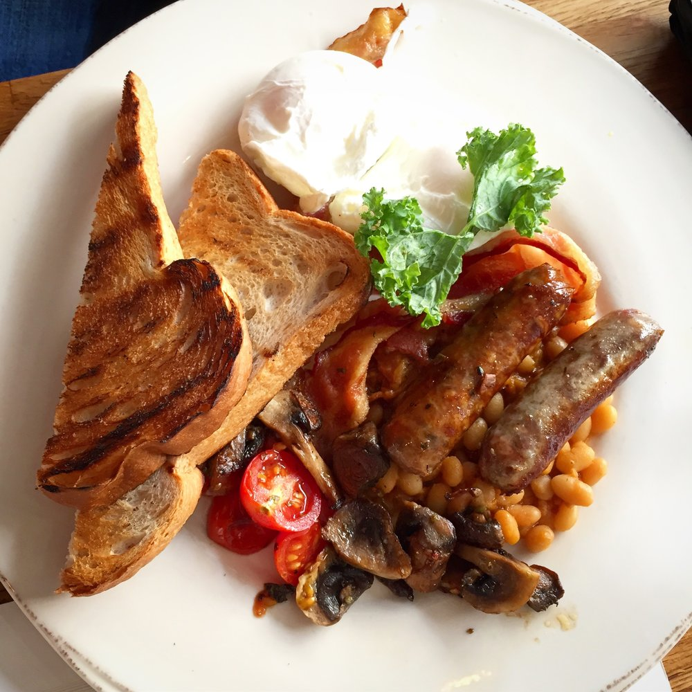I am a huge fan of a classic English fry-up so I was pleased to see that  The Great Brit  was on the menu. A plate loaded with 2 poached eggs, applewood smoked bacon, grilled sausage, stewed tomatoes, sautéed mushrooms, homemade baked beans and toast. Note that technically you can have your eggs anyway that you want.