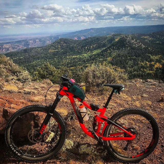 This Giant Trance had a blast exploring the NE corner of the Navajo Nation this weekend at the Chuska Challenge. It's an awesome event with a variety of race distances. Proceeds go to the Navajo Yes - Dine Bike Project to get more youth on bikes. Check it out next year! . . . #mtb #gianttrance #chuskamountains #chuskachallenge