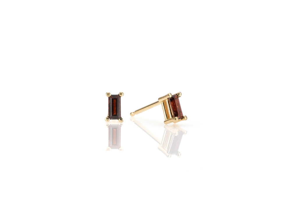 06_ear_stud_garnet_gold.jpg