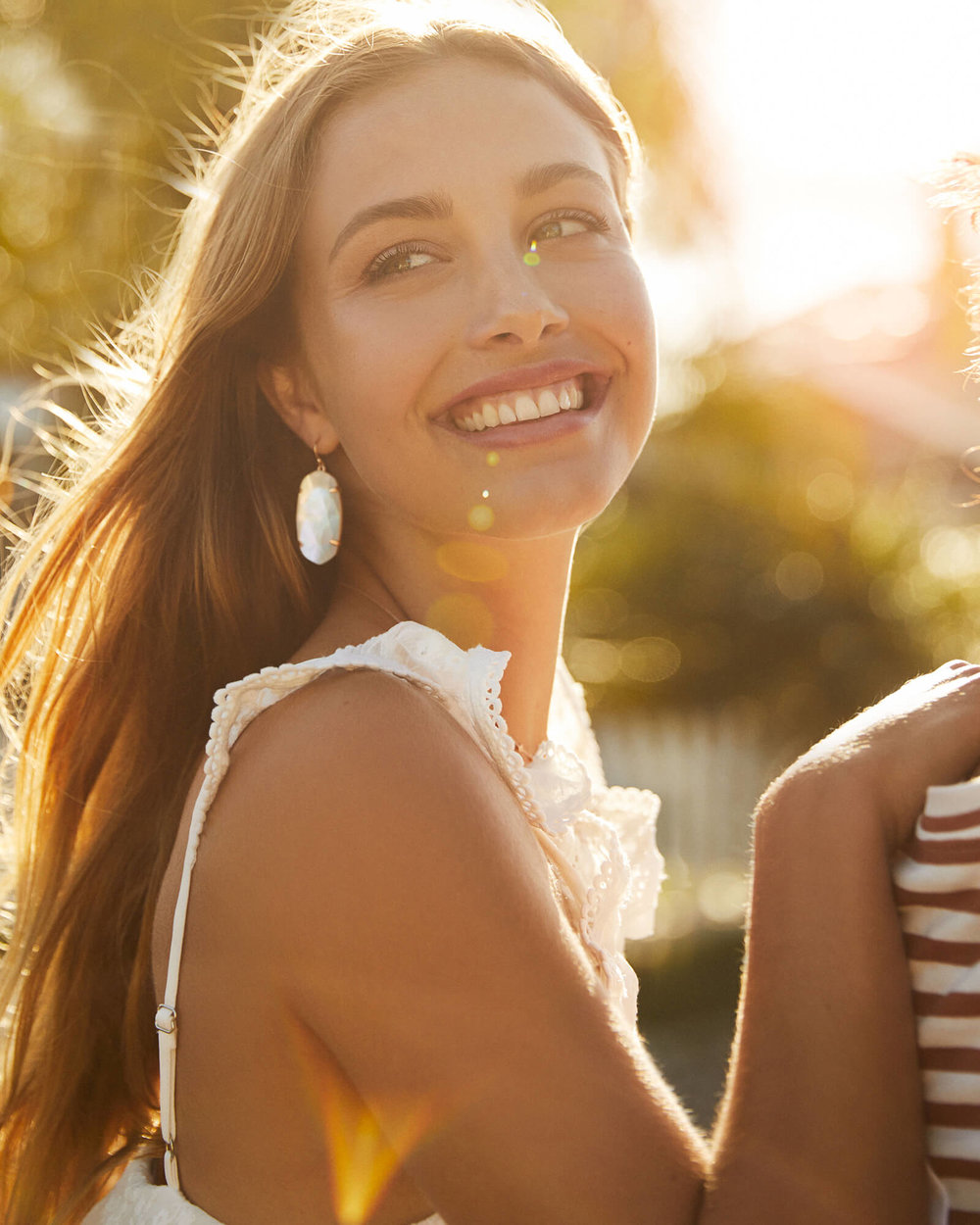 kendra-scott-esme-earring-rosegold-ivory-mop-01-lg.jpg
