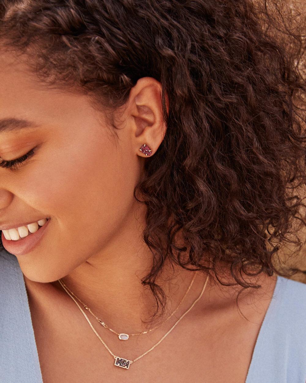 kendra-scott-pattie-pendant-necklace_02_default_lg.jpg