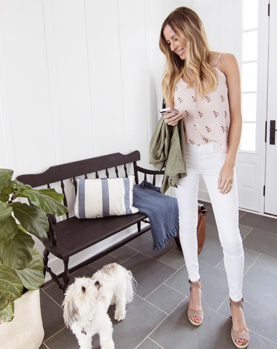 The Lilypad Cottage - Kelly is one stylish mama, who's lake house is a thing of interior design dreams. Seriously, her simply and clean design style will have you ready to redecorate. Be sure to check out her awesome DIY projects or try some of her yummy recipes.