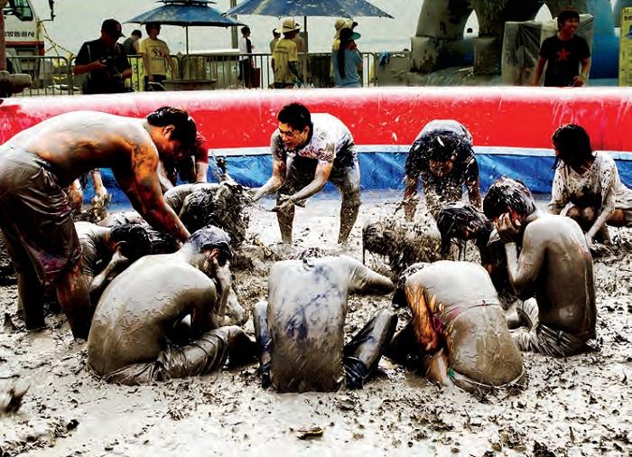 보령머드축제 - 충청남도 보령에서 머드(진흙)를 주제로 열리는 대표적 체험형 여름 축제이다.