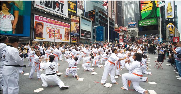 뉴욕 타임스 스퀘어에서 열린태권도 시범