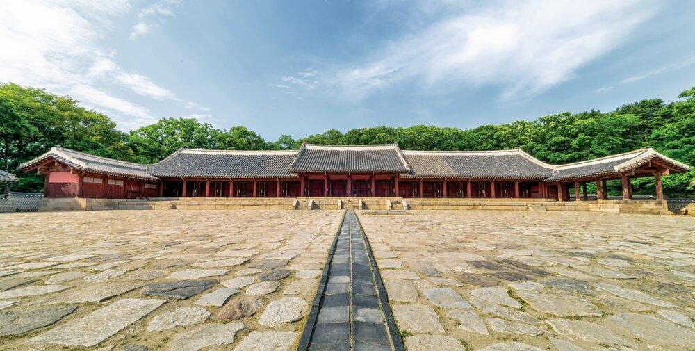 종묘-조선 역대 왕과 왕비의 신주를 모신 유교사당이다.