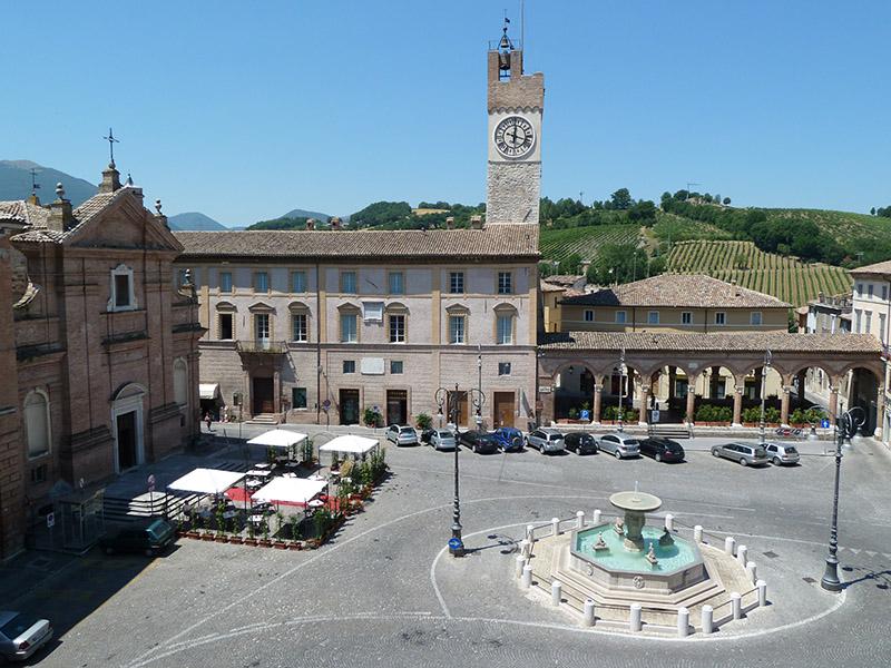 foto_cantine_belisario_piazza_di_matelica_800x600.jpg