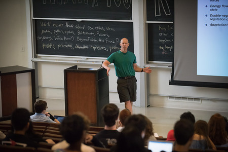 Rob Phillips giving a Bi 1 lecture. Photo/Caltech
