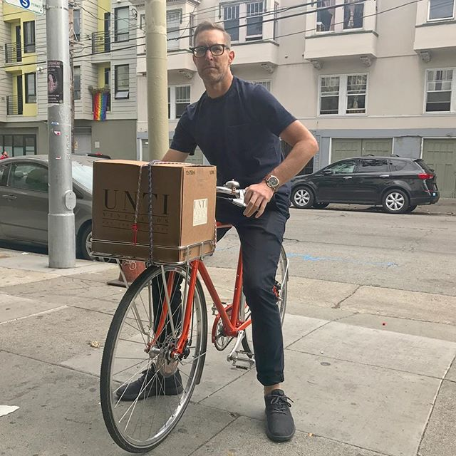 Here @brian_eric_scott demonstrates one of the preferred techniques for coming to pick up your new kit: with a case of rosé. #newkitday #pro #themoreyouknow