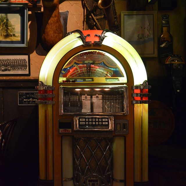 The best juke box north of the 45th parallel will get quite the workout  tonight if the Spartans win. Game is on at 8:49, so come in for some jams and drinks and hopefully a Michigan State victory.  #spartans #finalfour #marchmadness #ncaa #msubb #jukebox #thepub #seeyouatthepub #mitchellstmoose