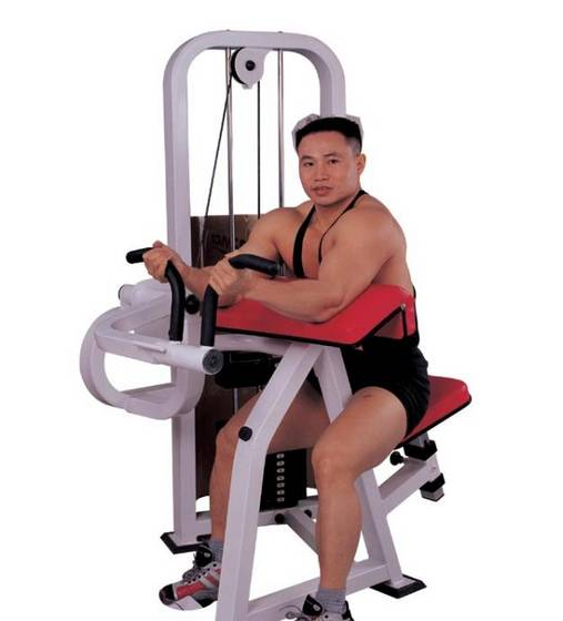 Man sitting on bicep cable machine