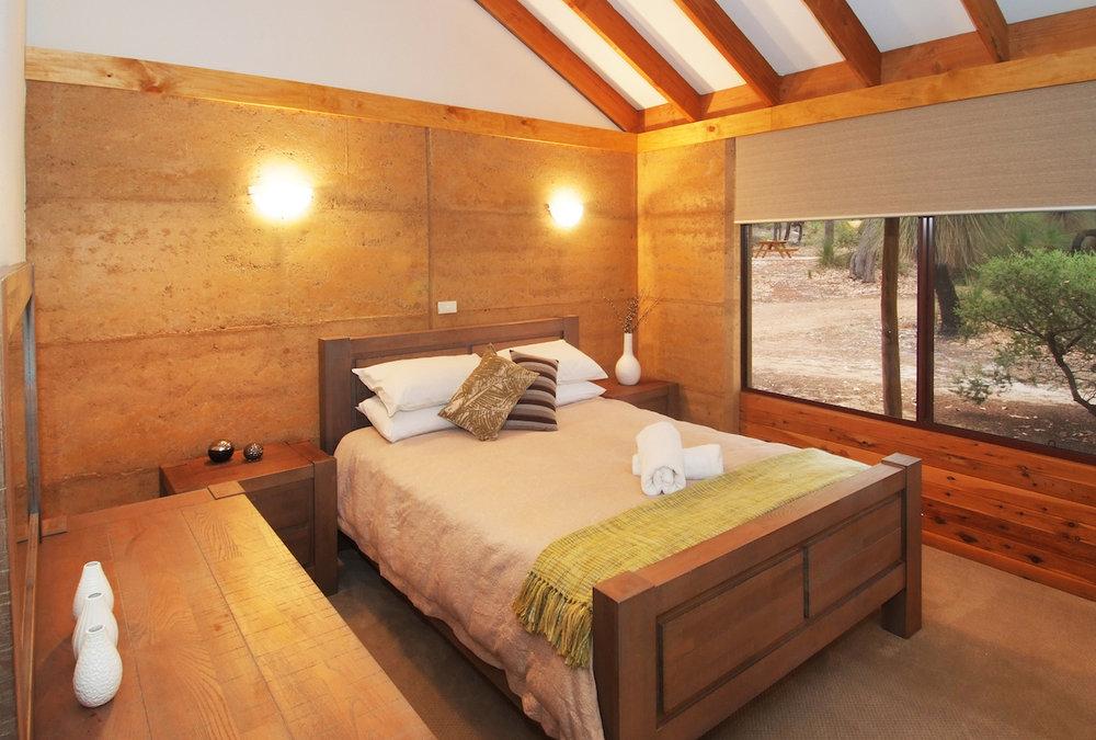 GT master bed (2).JPG