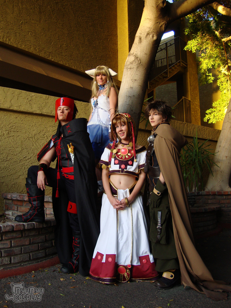 photo by  ViciousWarGoose   Sakura is  Nyunyu Cosplay   Chi is Taylor  Kurogane is  Royal Goldfish Cosplay
