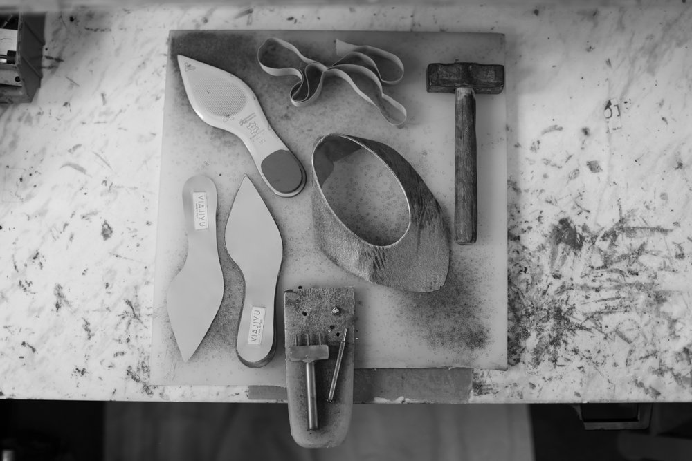 VIAJIYU_#VYT_shoe_factory_TOOLS_RETOUCHED_B&W.jpg