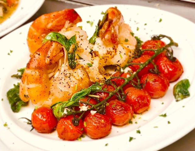 Our special tonight! Pan seared Scampi, drizzled with olive oil and a touch of garlic, alongside blistered cherry tomatoes on the vine. Enjoy with your favorite beverage at Stino's! 🇮🇹🍤 . . #stinodanapoli #stinos #scampi #seafood #eatitalian #italianfood #eatlocal #rockyriver