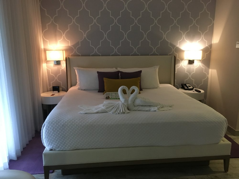 Wanderlust-blog-azul-fives-bedroom