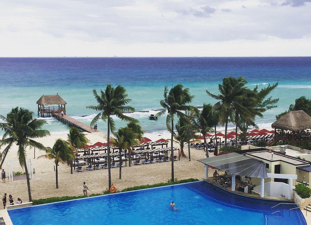 Wanderlust-blog-azul-fives-beach-pool