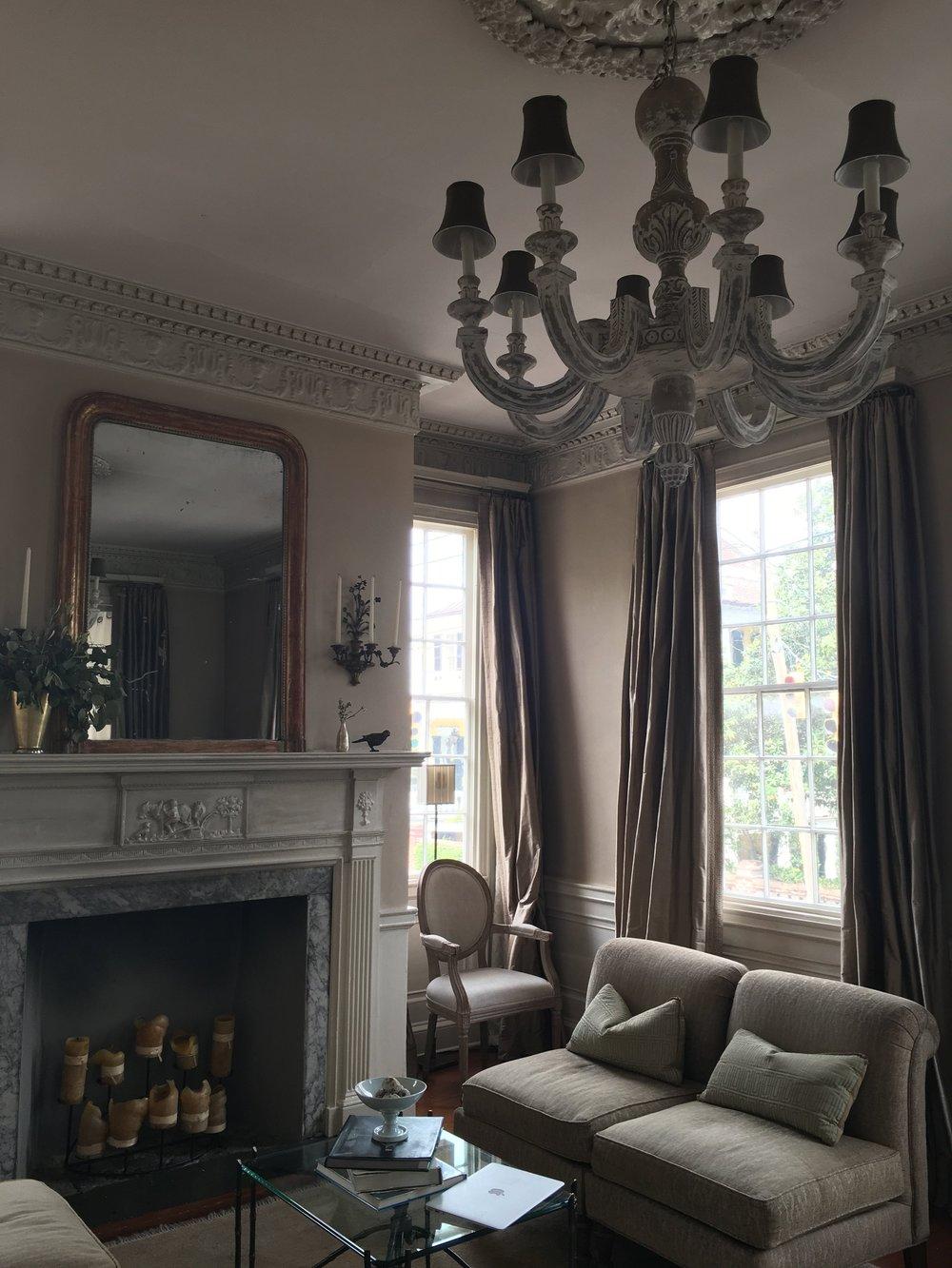 Wanderlust-blog-Charleston-boutique-hotel-parlor
