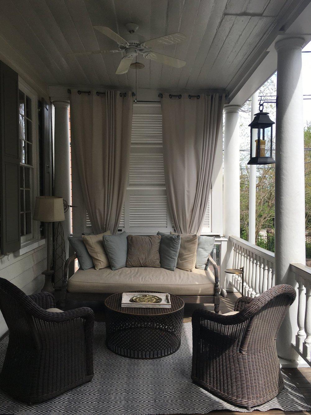 Wanderlust-blog-Charleston-boutique-hotel-piazza