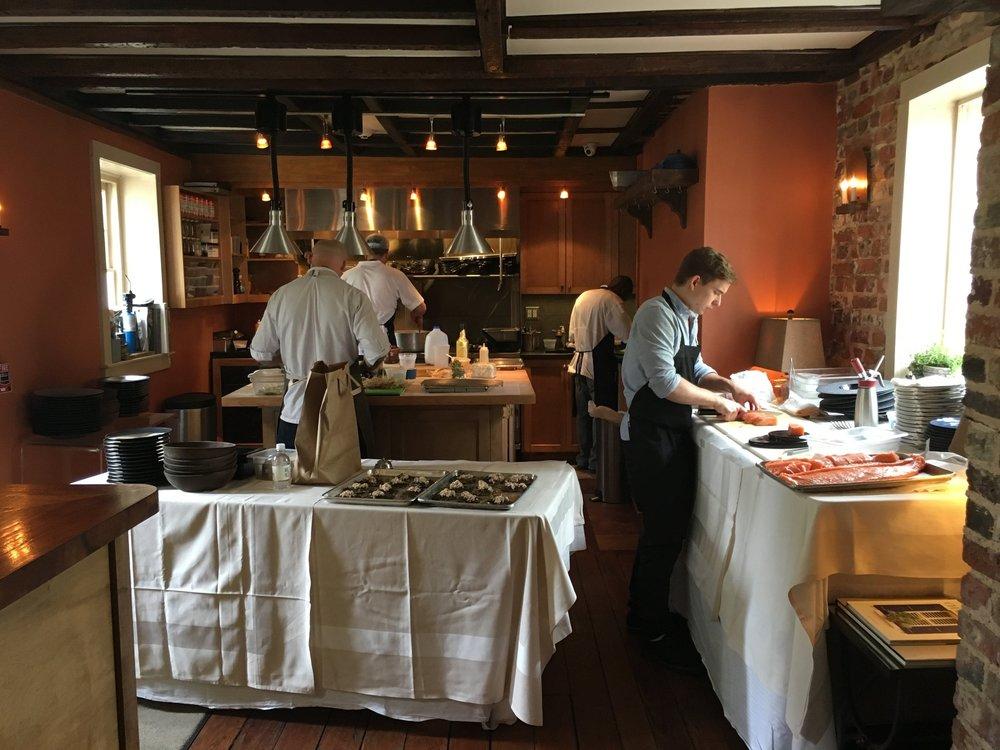 Wanderlust-blog-Charleston-boutique-hotel-dining