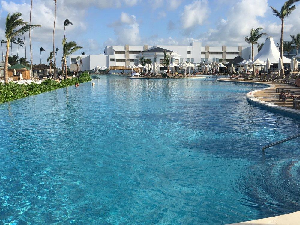 wanderlust-blog-nick-punta-cana-infinity-pool