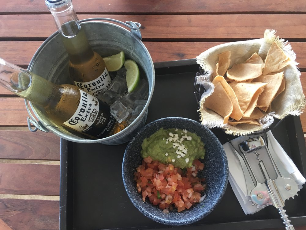 Wanderlust-blog-resort-at-Pedregal-afternoon-chips-and-guacamole