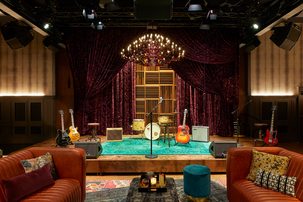 Wanderlust-Travel-blog-Nashville-Hutton-Hotel-Analog-Music-Lounge