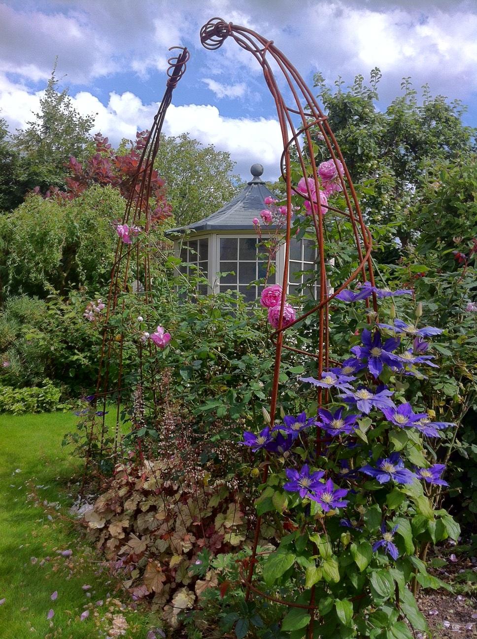 Wide Contemporary Garden Arch ...