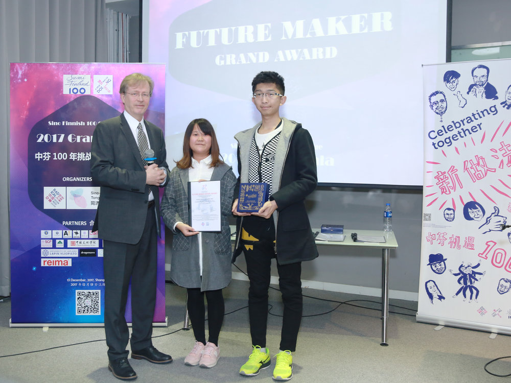 Summer Camp Director Timo Nyberg from Aalto University gave a diploma to Mengfan Chen and Jingming Suni at the gala night on 13 December 2017.