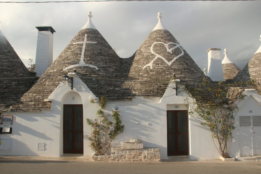 Like all tourists, we started here, in Alberobello, town of the trulli.