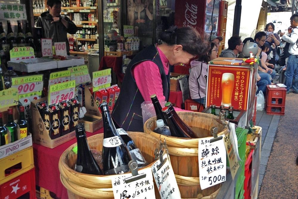 Outdoor sake service in Tokyo.